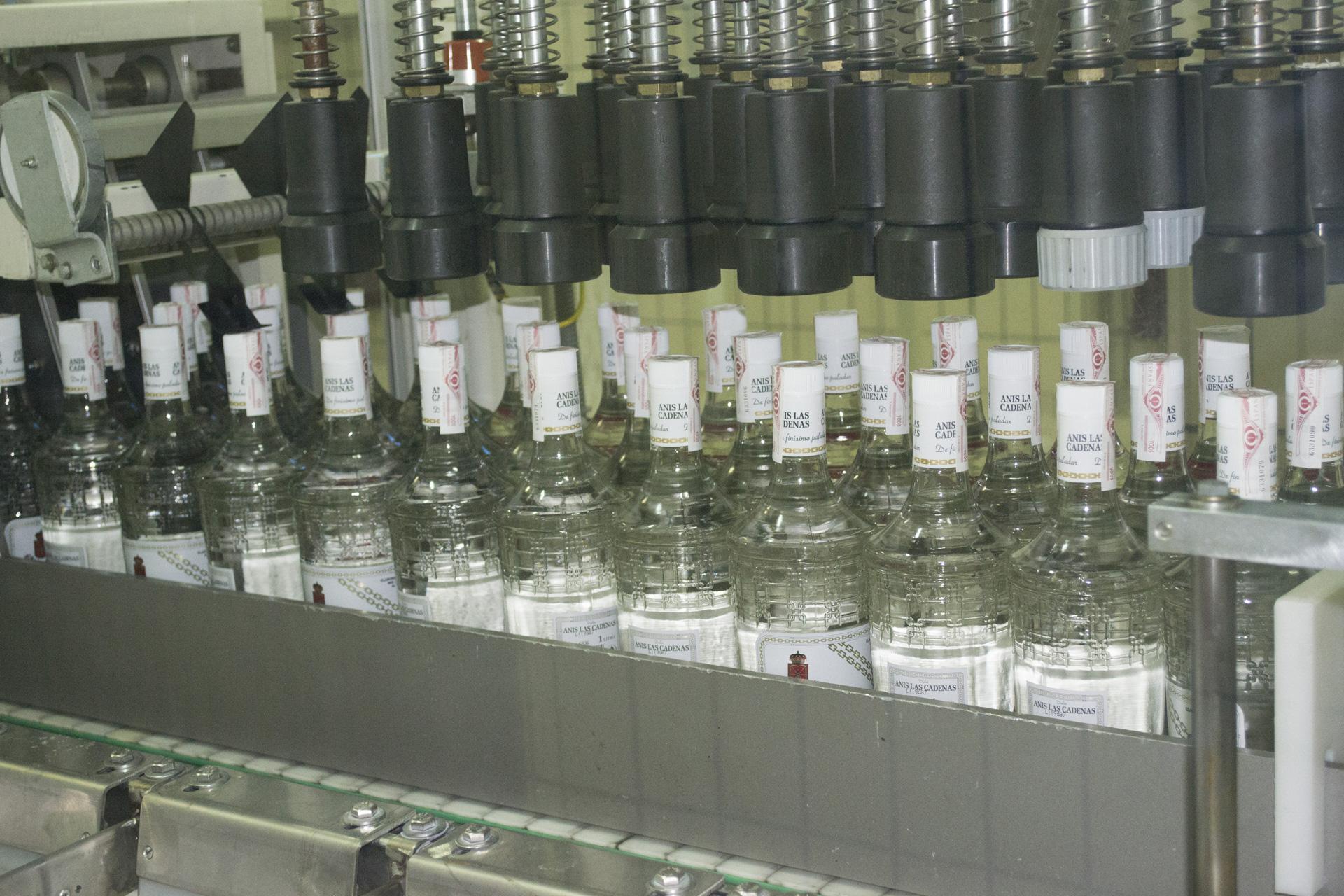 Bottling for Anís Las Cadenas